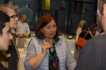 Ass.-Prof. Dr. Renate Schaberl-Moser in einer Arbeitsgruppe.