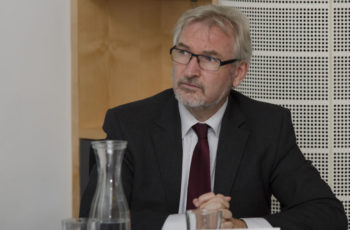 Prim. Univ.-Prof. Dr. Josef Thaler sieht viele fragende Gesichter – Was war nochmal der Goldstandard 1999?
