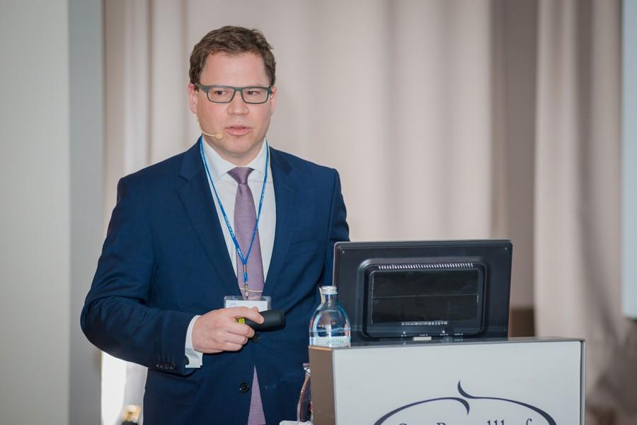 """ABCSG-Vorstandsmitglied Assoz. Prof. Priv.-Doz. Dr. Rupert Bartsch gab einen """"Überblick und Ausblick über PI3-Kinasen""""."""