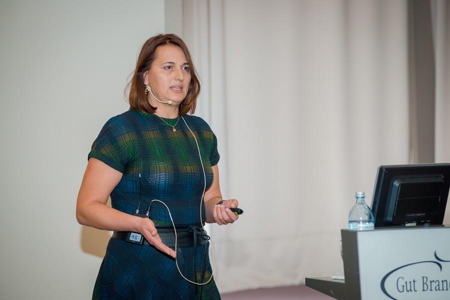 Assoz. Prof. Priv.-Doz. Dr. Vesna Bjelic-Radisic sprach über die chirurgischen Studien und Register.