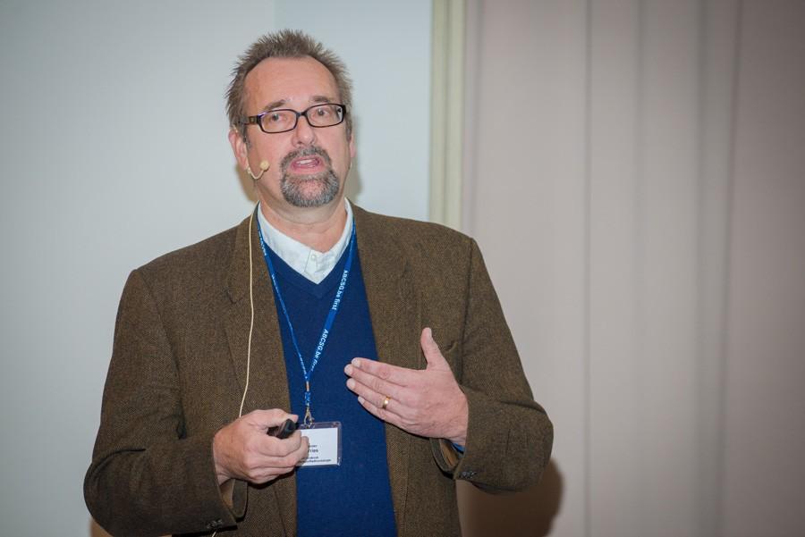 """ABCSG-Vorstandsmitglied Prim. Univ.-Doz. Dr. Alexander DeVries klärte über """"Radiotherapie der Mammaria-interna-Kette"""" auf."""