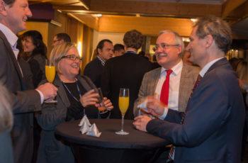 Gesellige Runde: Dr. Christoph Tausch, Priv.-Doz. OA Dr. Brigitte Mlineritsch, Univ.-Prof. Dr. Günther Steger und Univ.-Prof. Dr. Richard Greil