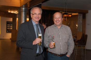 Zum Wohl: Univ.-Prof. Dr. Herbert Stöger und OA Dr. Walter Herz
