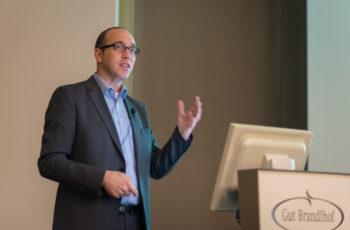 OA Dr. Michael Knauer erklärt Neuerungen in der operativen Therapie des Mammakarzinoms