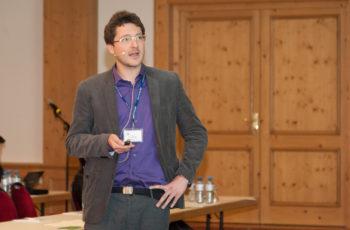 Dr. Gabriel Rinnerthaler spricht über das niedrigere Mortalitätsrisiko bei Verlängerung der endokrinen Therapie auf 10 Jahre