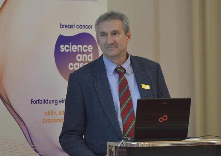 OA Dr. Arno Curd Reichenauer bei seinem Vortrag über frühen Brustkrebs im adjuvanten Setting.
