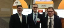 Dr. Gerd Jomrich (Mitte) mit seinem Mentor Assoz. Prof. Priv.-Doz. Dr. Rupert Bartsch (rechts) und Mathias Hennebelle vom abcsg.future-Sponsor Novartis.