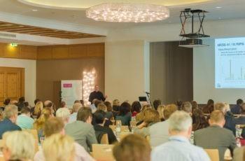 Rund 300 TeilnehmerInnen füllten den Vortragsraum im Brandlhof in Saalfelden gut aus.