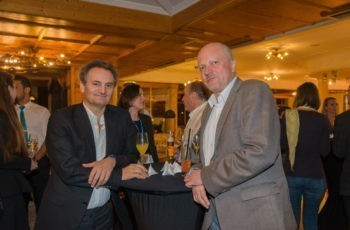 Genießen einen ruhigen Freitag Abend: Prim. Univ.-Prof. Dr. Richard Greil und Prim. Univ.-Prof. Dr. Dietmar Öfner-Velano (v.l.n.r.).