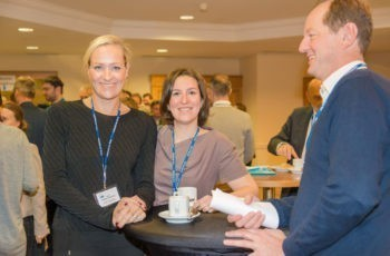 Gute Laune in der Kaffeepause: Assoz. Prof. Dr. Katja Pinker-Domenig, Assoz. Prof. Dr. Zsuzsana Bago-Horvath und Dr. Christoph Tausch (v.l.n.r.).