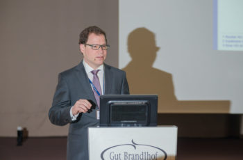 """Assoz. Prof. Priv.-Doz. Dr. Rupert Bartsch über Pertuzumab im Block """"Update HER2-Therapie""""."""