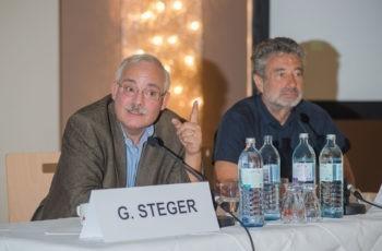 Auch der Vorsitzende Univ.-Prof. Dr. Günther Steger brachte sich in diese Diskussion ein (hier mit Prim. Univ.-Doz. Dr. Michael Fridrik).