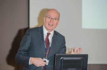 Prim. Univ.-Prof. Dr. Sigurd Lax erörterte die Sinnhaftigkeit einer BRCA-Testung im Tumor.