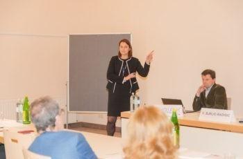 """Auch bei den zeitgleich laufenden Workshops war das Interesse groß: Assoz. Prof. Priv.-Doz. Dr. Vesna Bjelic-Radisic und Prim. Univ.-Doz. Dr. Rupert Koller waren die Experten für """"Onkoplastik und rekonstruktive Mammachirurgie""""."""