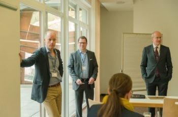 """Tolles Team: Priv.-Doz. Dr. Peter Dubsky, Assoz. Prof. Priv.-Doz. Dr. Rupert Bartsch und Prim. Univ.-Prof. Dr. Sigurd Lax (v.l.n.r.) im Workshop """"Was ich schon immer wissen wollte: Von der Pathologie bis zur zielgerichteten Therapie""""."""