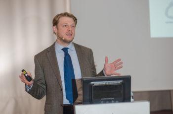 """Assoz. Prof. Priv.-Doz. Dr. Georg Pfeiler eröffnete den Themenblock """"Die prämenopausale Patientin""""."""