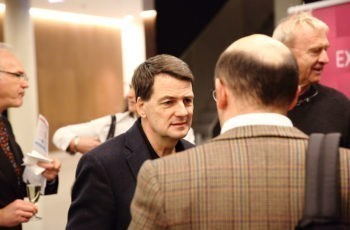 Univ.-Prof. Dr. Hubert Hauser im Gespräch.