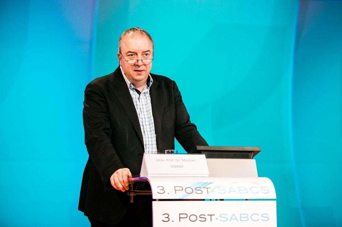 ABCSG-Präsident Univ.-Prof. Dr. Michael Gnant eröffnet das 3. Post-SABCS-Meeting.