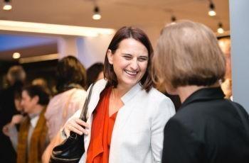 Gute Stimmung während der Kaffeepause: Assoz. Prof. Priv.-Doz. Dr. Vesna Bjelic-Radisic und Assoz. Prof. Dr. Ruth Exner.