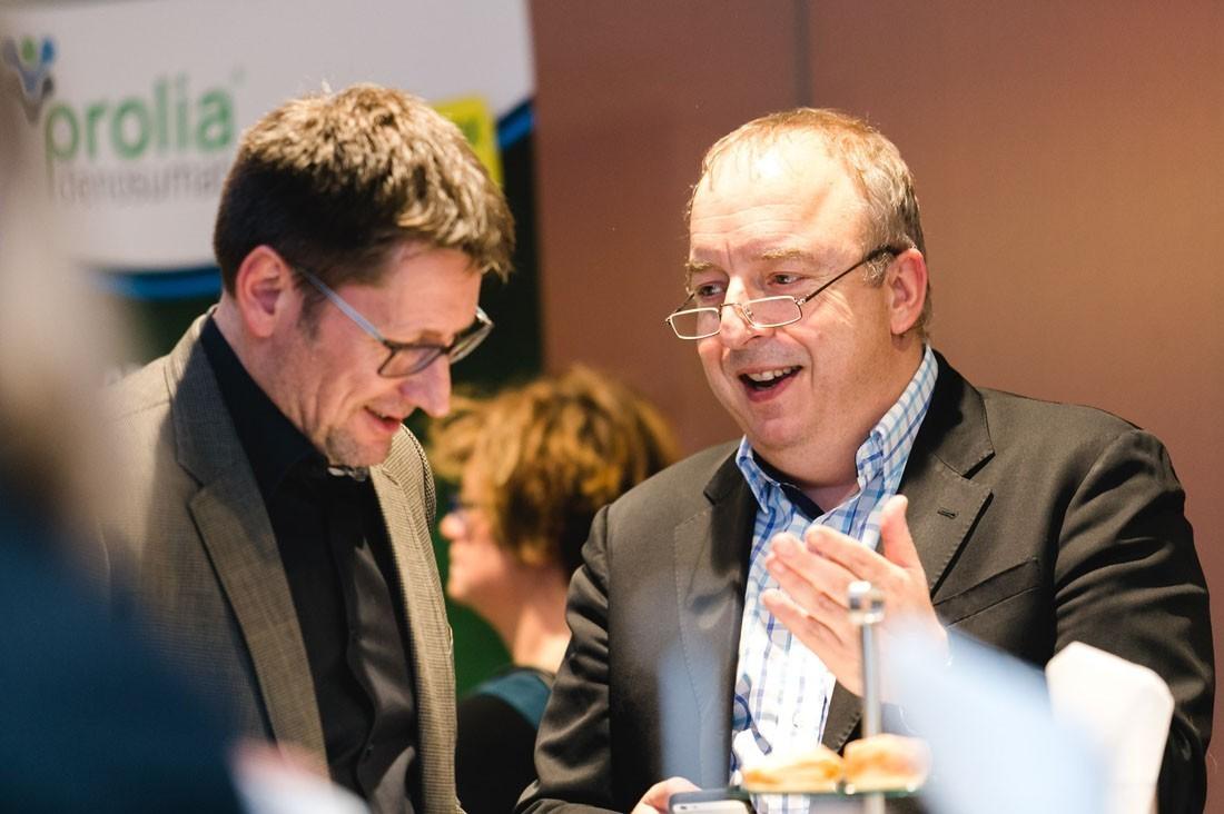 Univ.-Prof. Dr. Michael Gnant und Trial Office Director Mag. Hannes Fohler im lockeren Gespräch während der Pause.