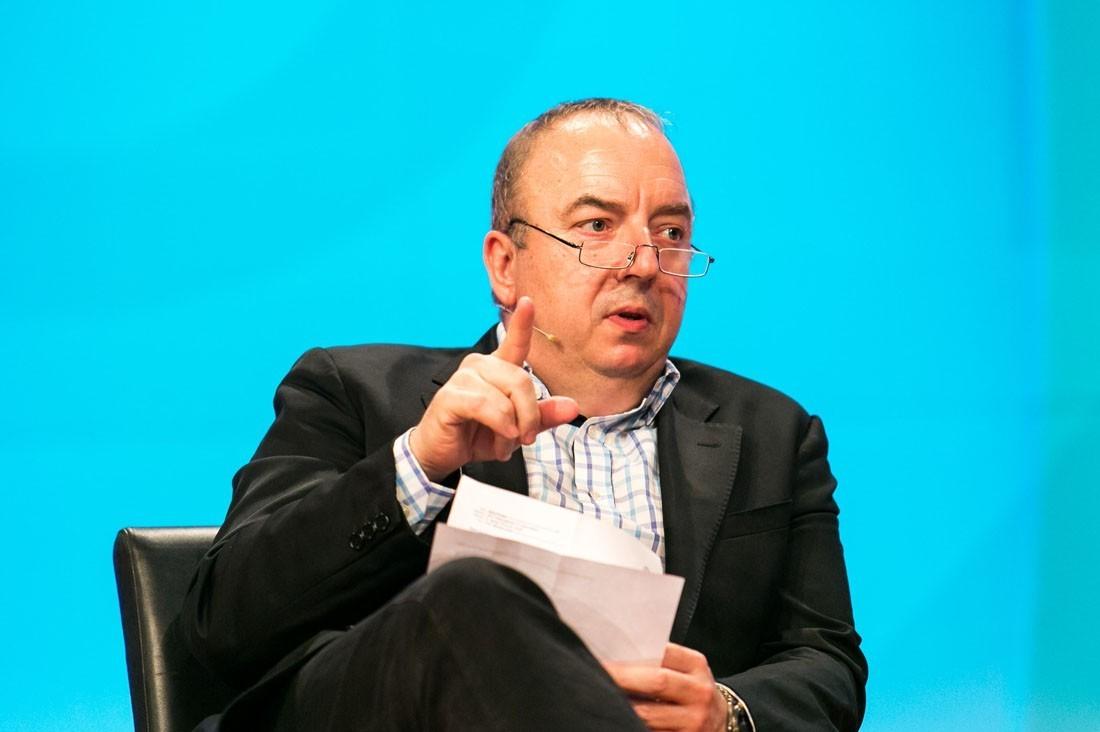 Pro Vortrag wurden drei Fragen diskutiert. Univ.-Prof. Dr. Michael Gnant moderiert.
