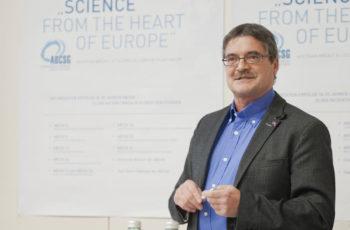 Eröffnet den Abend: Vorsitzender Dr. Viktor Wette.