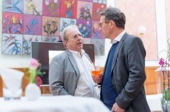 Experten unter sich: ABCSG-Vorstandsmitglied und Referent OA Dr. Werner Kwasny im Gespräch mit Vorsitzendem OA Dr. Harald Trapl (v.l.n.r.).