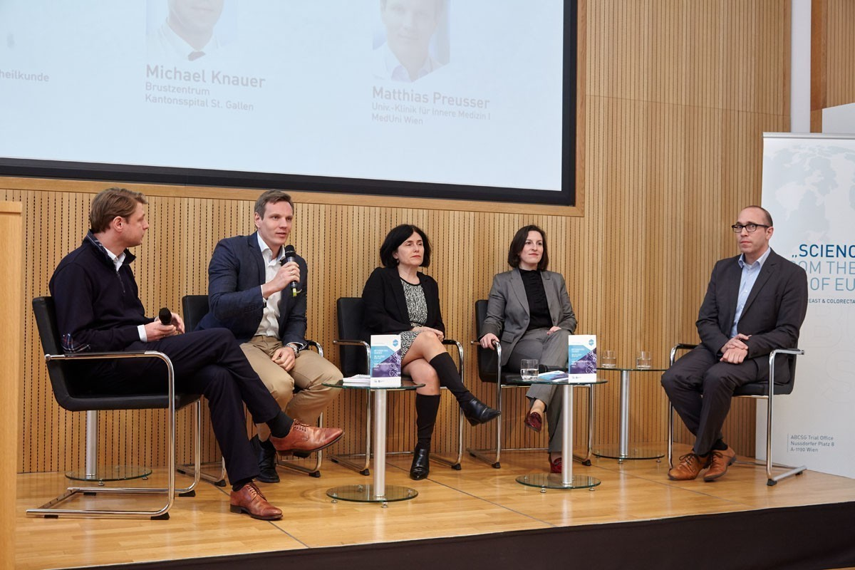 Sehr gute Panel-Discussion: Georg Pfeiler, Matthias Preusser, Maria Sibilia, Zsuzsanna Bago-Horvath und Michael Knauer (v.l.n.r.).