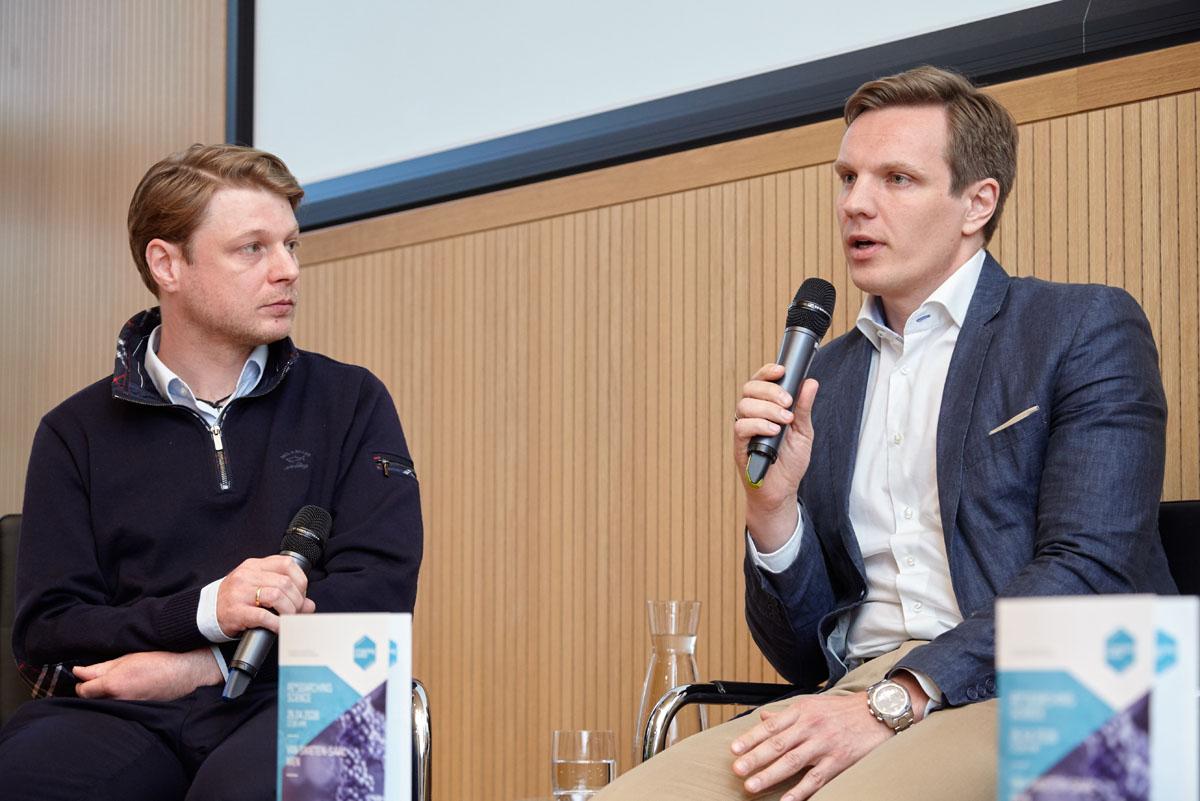 Matthias Preusser, Vorsitzender des ESMO Young Oncologists Committees erzählt von seinem Werdegang (rechts).