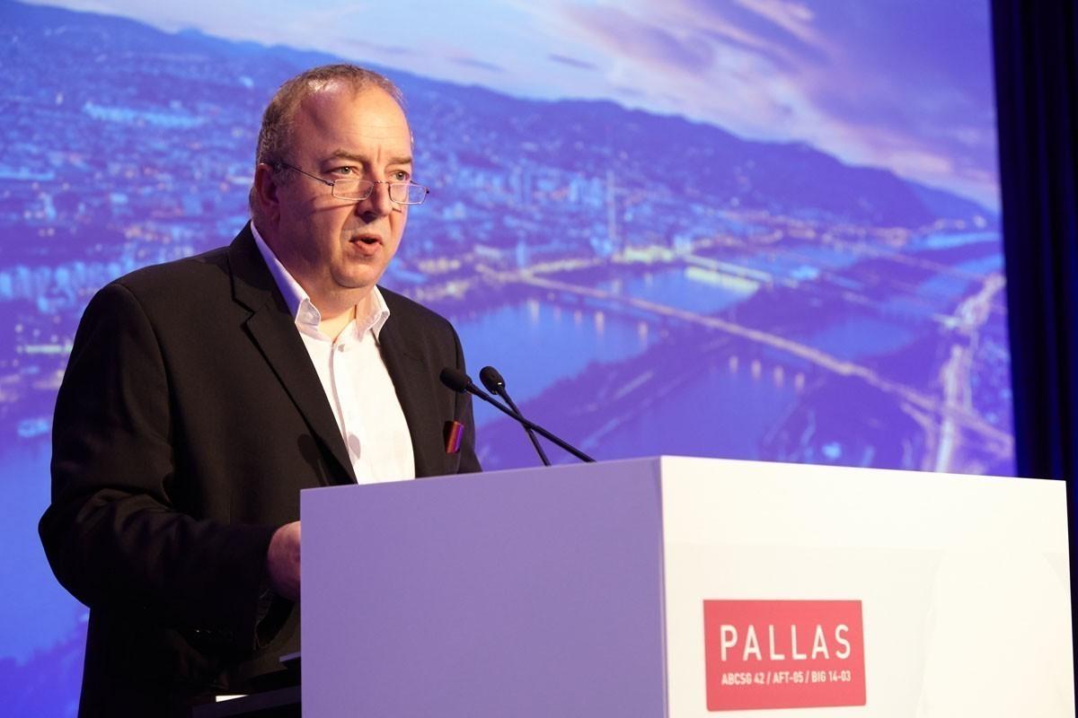 """… und stellt Wien als """"PALLAS-Zentrale"""" vor."""
