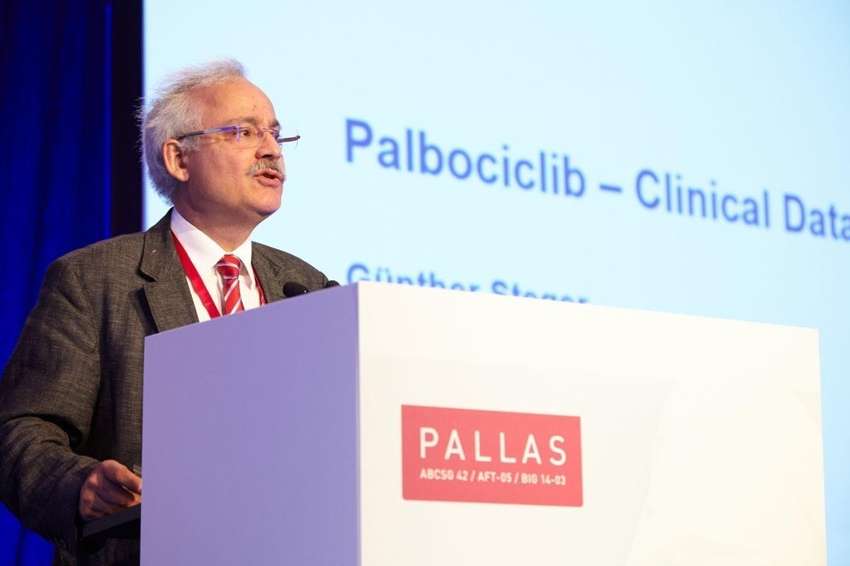 Günther Steger hielt einen umfassenden Vortrag zu den klinischen Daten zu Palbociclib.