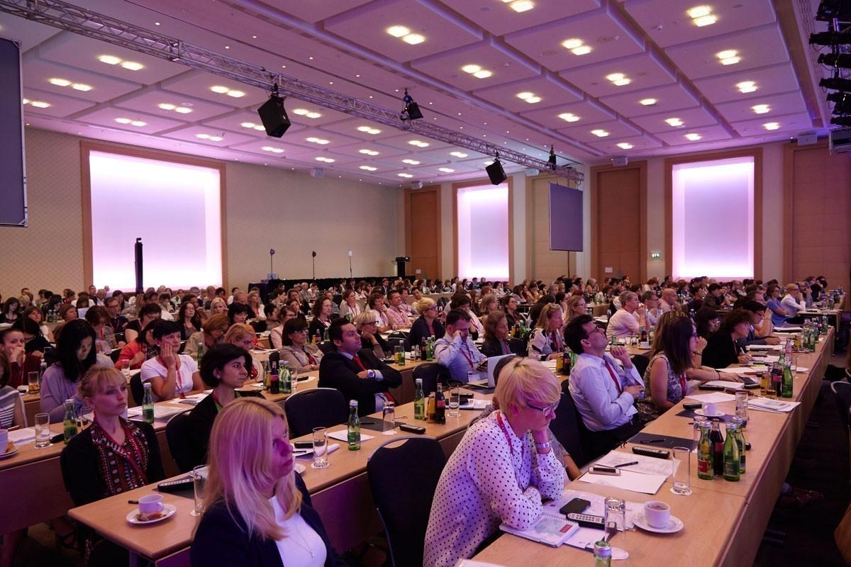 Der größte Raum des Hilton Hotel Vienna war gut gefüllt.