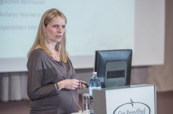 Gudrun Piringer brachte Verstärkung zum Vortrag mit.