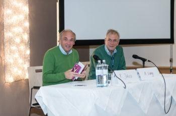 Streuten dem amtierenden Präsidenten Rosen: Raimund Jakesz und Alois Lang.