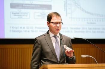 Rupert Bartsch erläuterte gut nachvollziehbar die Therapieoptionen im metastasierten Setting …