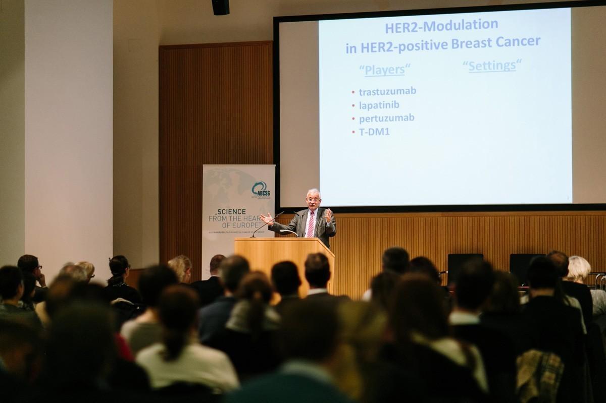 Günther Steger beschloss den Reigen der Vorträge mit dual-modulierenden Therapieoptionen …