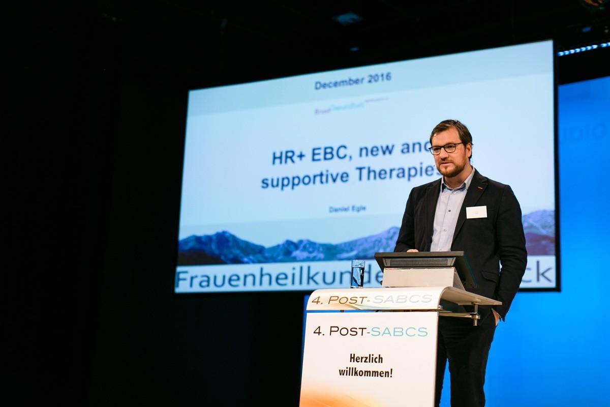 Daniel Egle aus Innsbruck fasste neue Daten zu endokrinen Therapien zusammen.