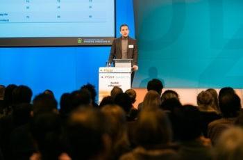 Simon Gampenrieder aus Salzburg, der von seiner Familie begleitet wurde, gab als letzter Rapporteur eine kompakte Zusammenschau über das triple-negative und das metastasierte ER-positive Mammakarzinom sowie über zielgerichtete Therapien.