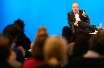 Michael Gnant gab auch dem Publikum die Möglichkeit, sich in die Diskussion einzubringen.