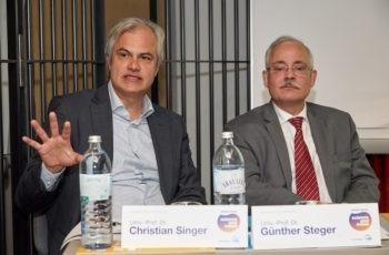 Souverän in der Moderation und aktiv bei Diskussionen: Christian Singer und Günther Steger.