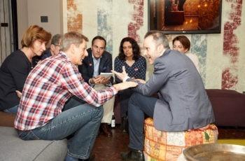 Hitzige Diskussionen in der roten Gruppe: Albert Fortelny (links) und Stefan Halper (rechts).