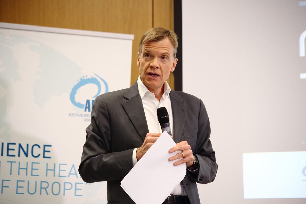 Extra aus Wien angereist: Der Leiter der Task Force Pankreas Martin Schindl übernahm Vorsitz und Moderation.
