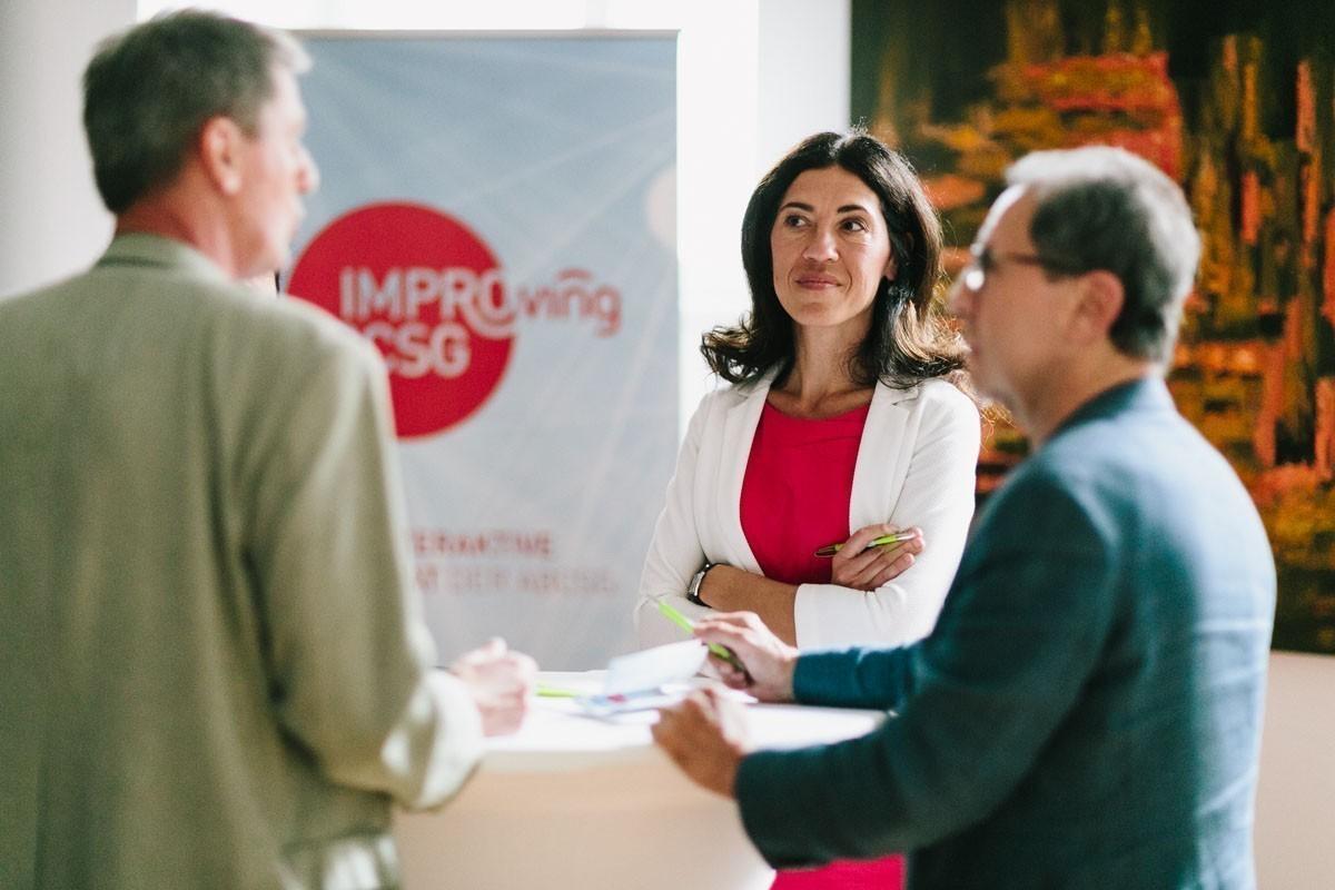 Marija Balic hört sich die Vorschläge an und gibt, wenn nötig, Tipps.