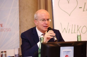 Trotz Stimmverlust bei den Diskussionen dabei: Vorsitzender Sigurd Lax.