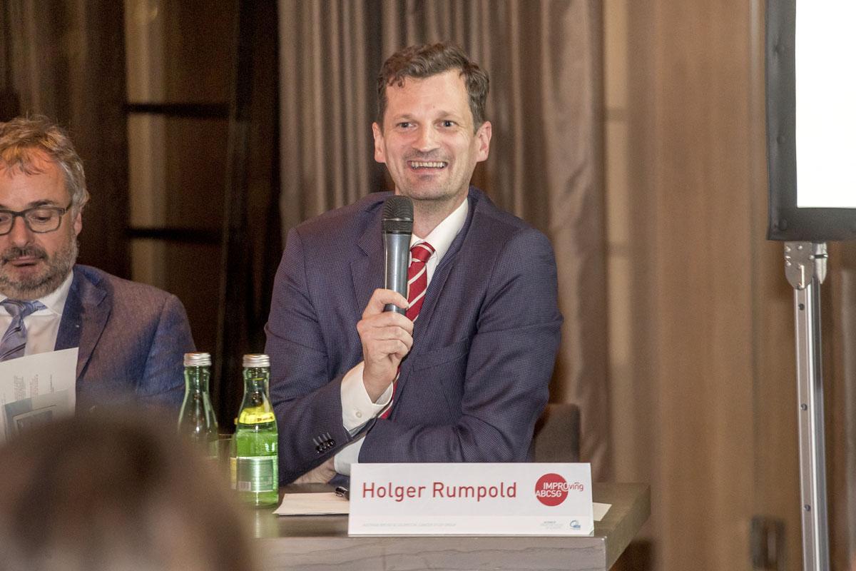 Amüsiert sich über die eine oder andere Antwort: Holger Rumpold.
