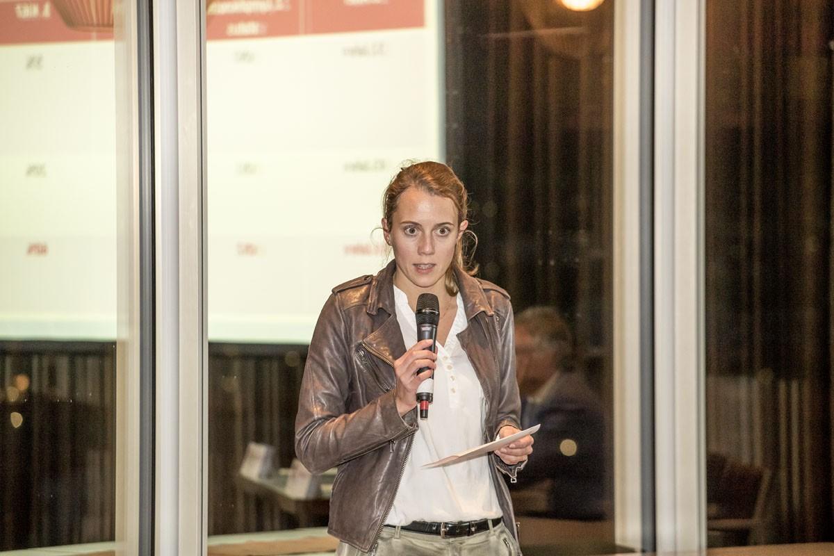 Verena Wieser präsentiert das Gruppenergebnis.