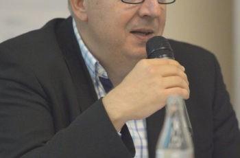 Michael Gnant leitet die Publikumsdiskussion ein ..