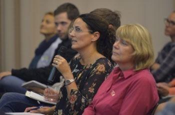 Bettina Celedin rapportiert die Ergebnisse der gelben Arbeitsgruppe.