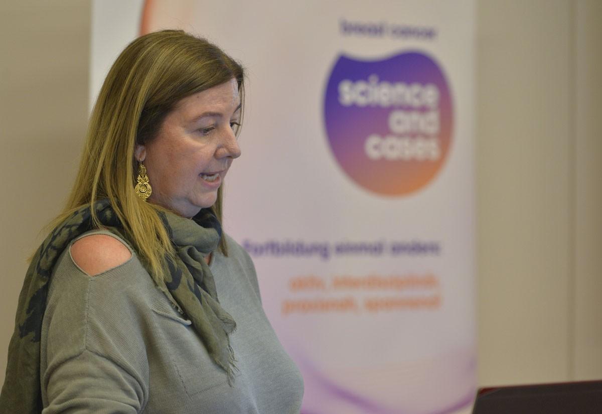 Ursula Pluschnig sprach zum Abschluss über die Zweitlinientherapie beim metastasierten Mammakarzinom ..