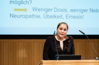 Theresa Czech aus Innsbruck eröffnet mit einem Überblicksvortrag aus der adjuvanten Therapie.